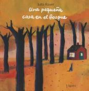 Una Pequena Casa en el Bosque [Board book] [Spanish]